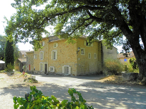 Sale stone farmhouse in the Luberon