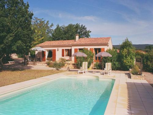 Rental with pool for 6 people in the Luberon