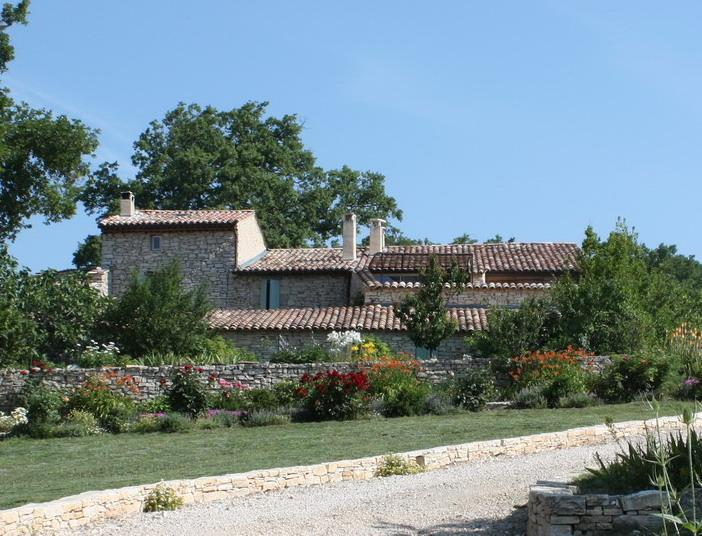 Old stone farmhouse with pool in the Luberon