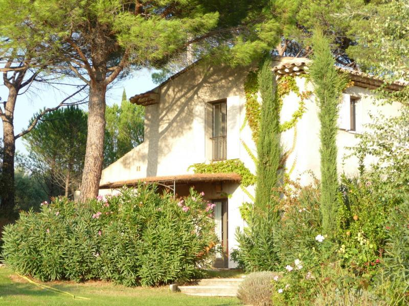 Lodging with pool in the Luberon