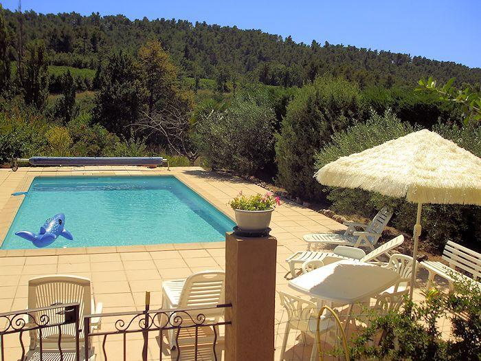 Hire with swimming pool in the southern Luberon