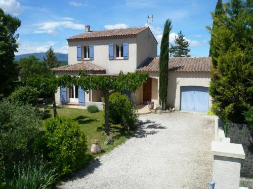 Holiday rental with swimming pool, near Aix-en-Provence in southern Luberon