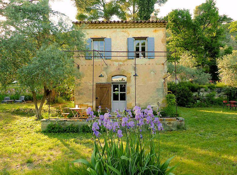 Charming cottage with pool for 2 people in the Luberon