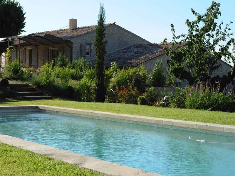 Prestigious stone farmhouse for 10 people in the Luberon