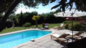 Cottage with pool for 2 people in a country house in the Luberon