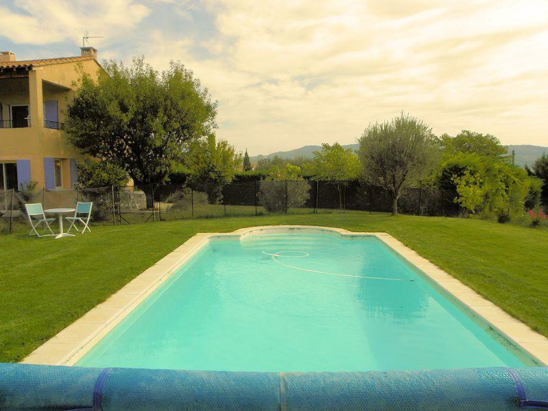 Holiday rental with pool for 4/6 persons in the Luberon