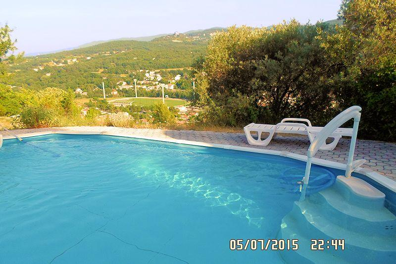 Gite with pool for 2 people in Apt in the Luberon