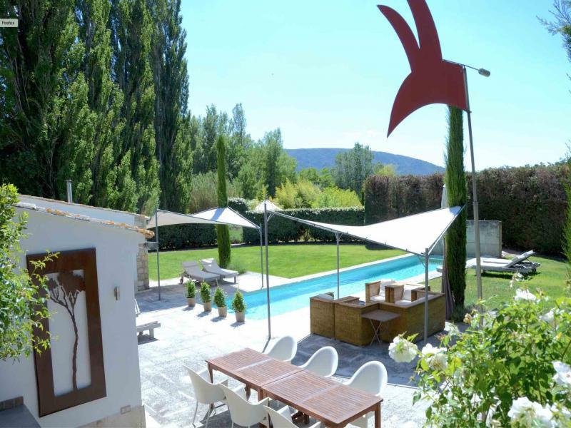 Provencal farmhouse 18th for 2/3 people with heated pool
