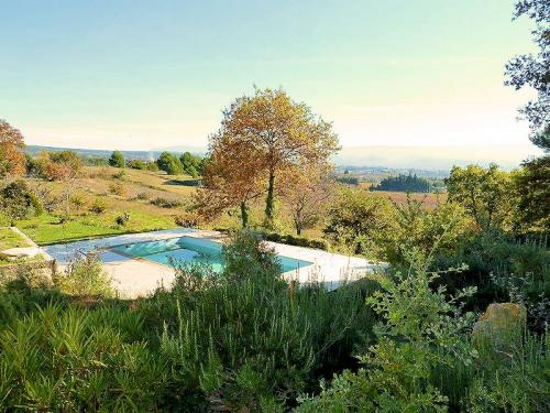 Seasonal hire with pool in Cabrières d'Avignon in the Luberon