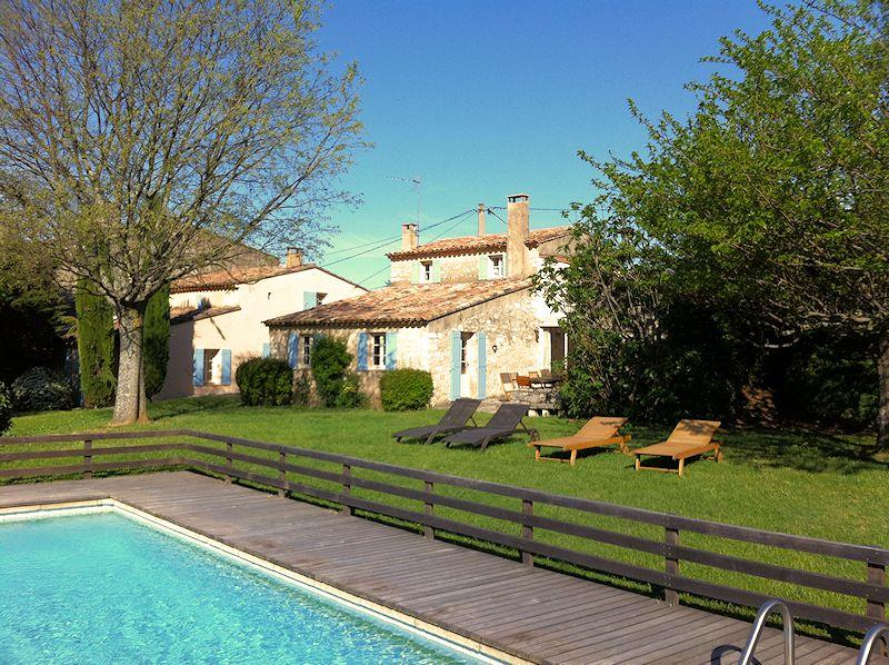 Holiday house with heated pool for 10 persons in the Luberon