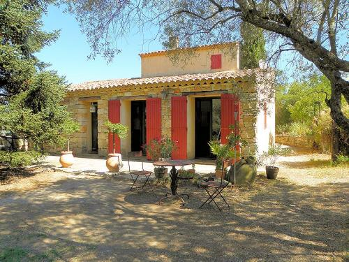 Holiday rental with pool for 6 persons in the Luberon