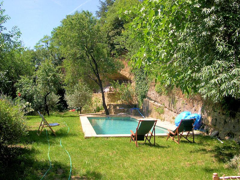 Ancient village house of charm for 8 people in southern Luberon