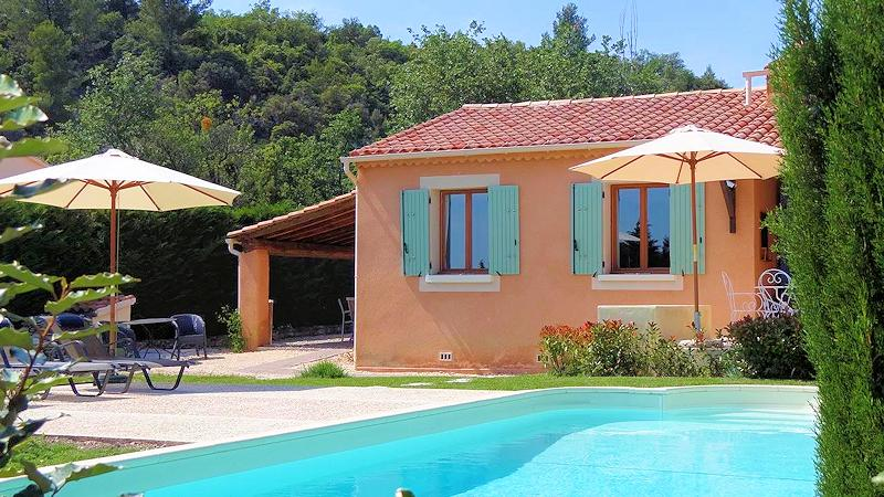 Holiday rental with pool for 6/8 persons in the Luberon