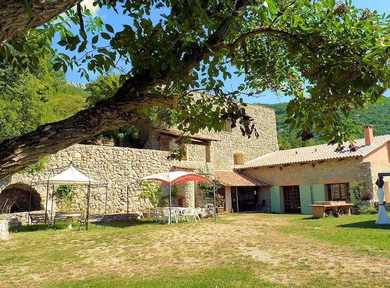 Stone farmhouse with pool for 8 persons in the Drôme provençale