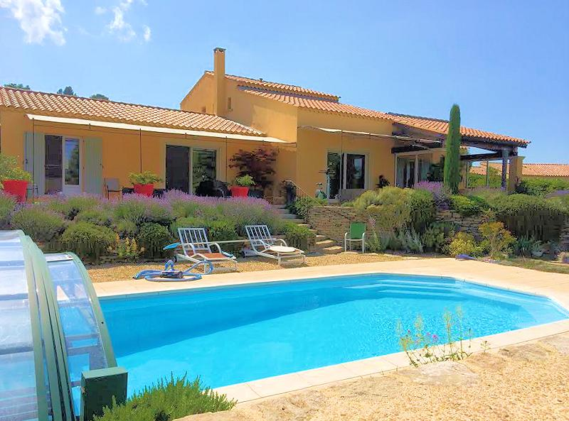 Holiday villa with pool for 8 persons in the Luberon