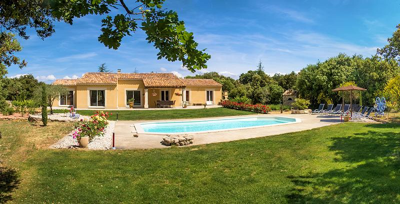Holiday villa with pool for 8 persons in Bonnieux in the Luberon