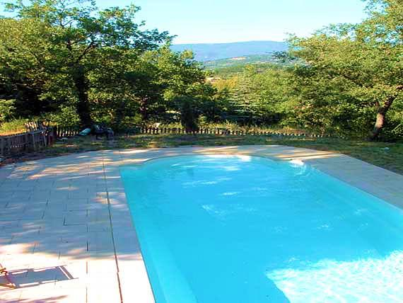 Large holiday cottage with pool for 15 people in the Luberon
