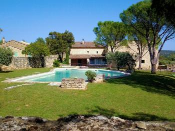 Provencal farmhouse with pool for 8 persons in Gordes in the Luberon