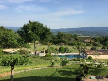 Charming villa with heated pool for 11 people in Joucas in the Luberon