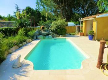 Holiday cottage with pool for 2 people in Mérindol
