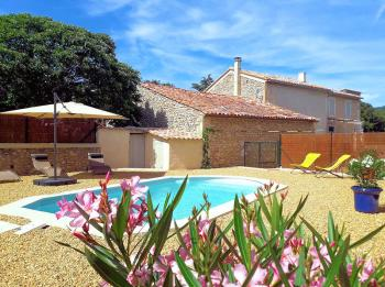 Holiday rental with pool for 6 people, in Lioux, in the Luberon