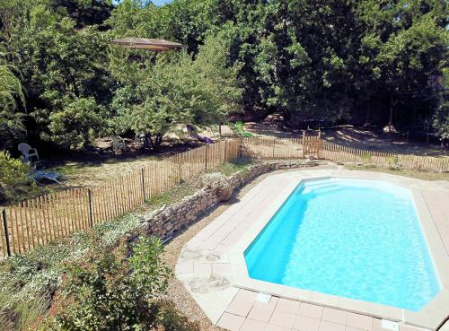 Provencal farmhouse with pool for 11 people in Apt in the Luberon