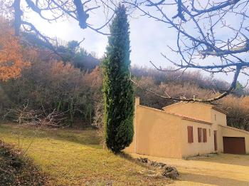 Holiday villa on 4 hectares, for 8 people, in the Luberon