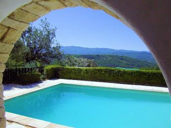 Gite with pool for 10 people in Caseneuve in the Luberon