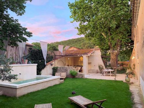 Bastide of charm for 6 people in southern Luberon