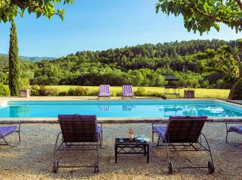 Provencal Farmhouse with pool for 10 people in Rustrel in the Luberon