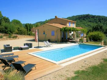 Vacation house with swimming pool for 6 people in southern Luberon