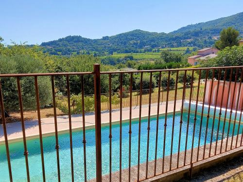 Villa with large pool for 6 people in Apt in the Luberon