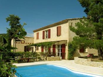 Authentic Provencal farmhouse with pool in Provence
