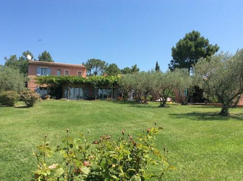 Villa with swimming pool near Roussillon in the Luberon