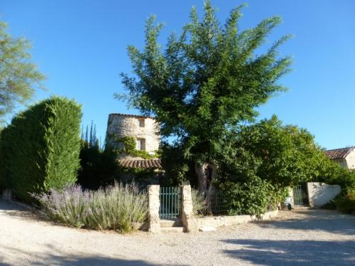 Gite for 5 persons with pool in the Luberon