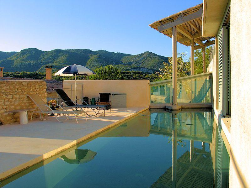 Charming cottage with pool in the heart of the Luberon