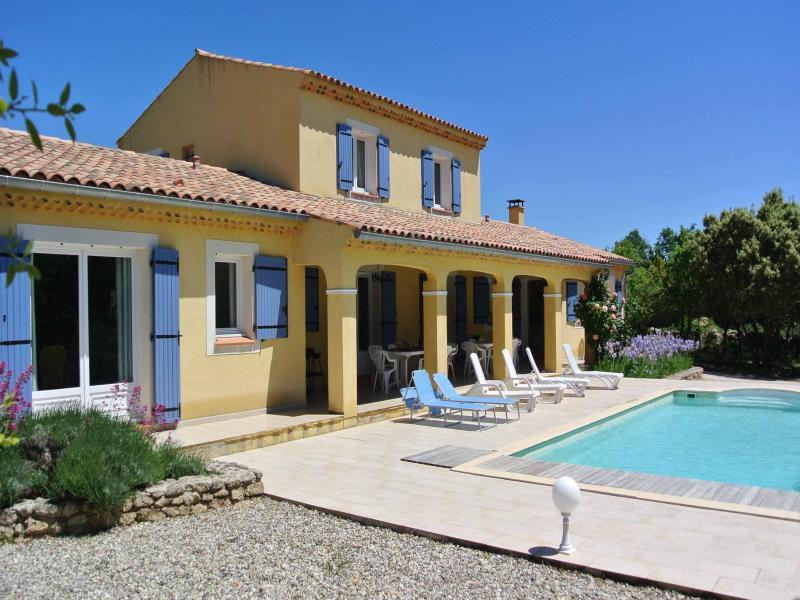 Villa with pool for 12 persons in the Luberon
