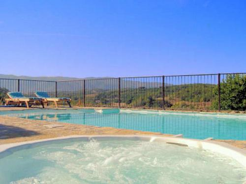 Stone house with pool in Viens in the Luberon