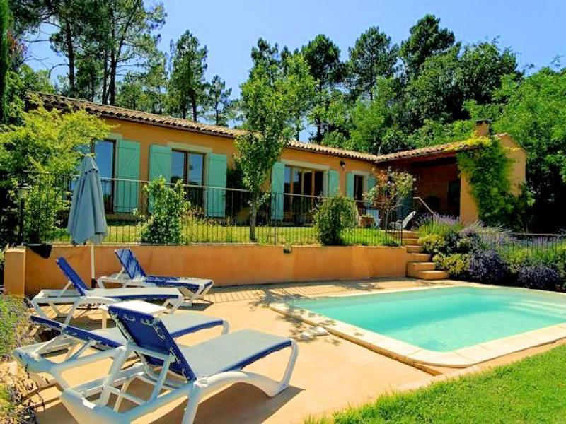 Superb villa with pool in Roussillon in Provence