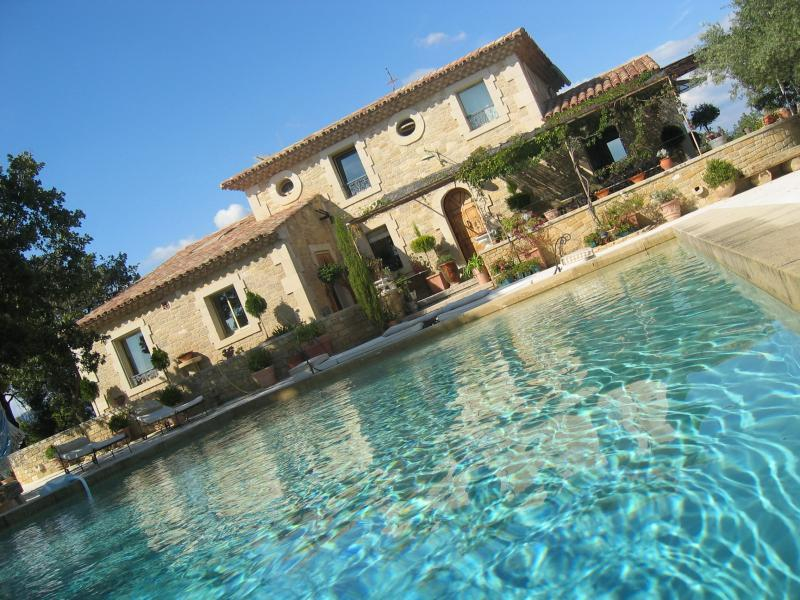 Luxury vacation rental with pool in southern Luberon