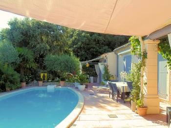 Bed & breakfast in Provence in a villa with pool