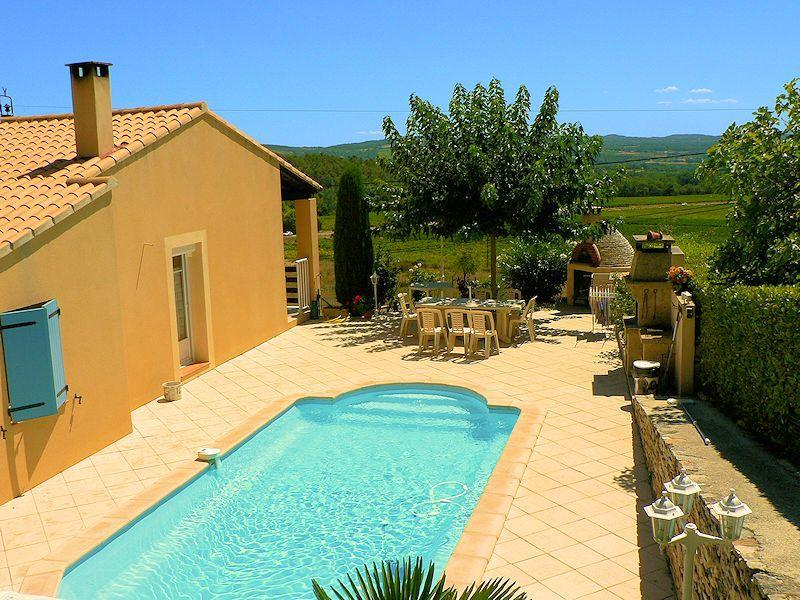 Villa with pool for your summer vacation