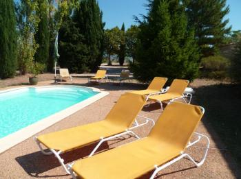 Rural cottage with pool in the Luberon in Roussillon