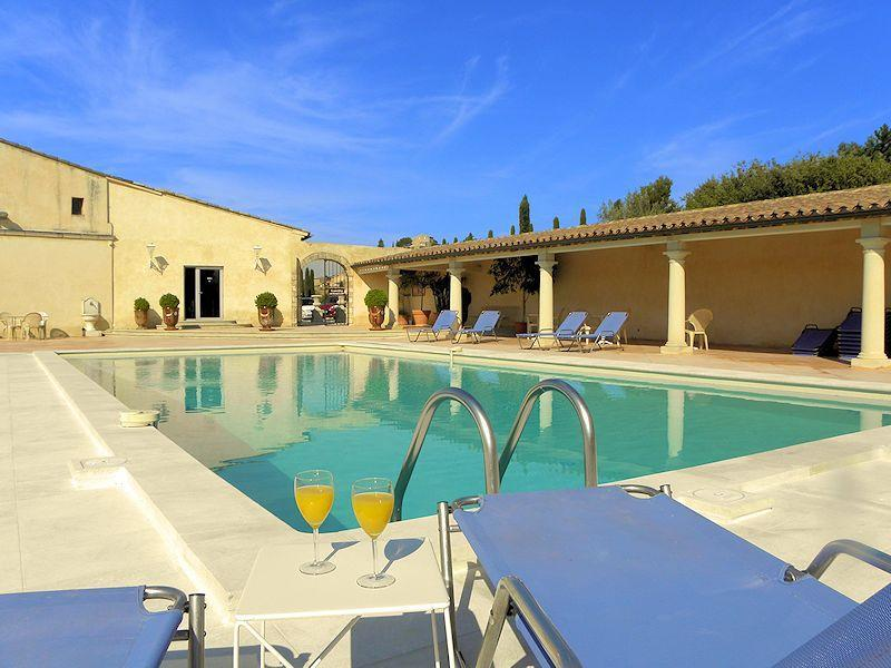 Hotel *** with swimming pool in the heart of the Luberon