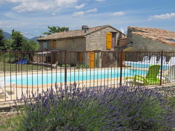 Gite with pool in the Luberon