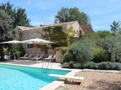 Cottage with pool in Gordes in the Luberon