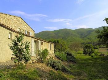 Charming cottage with pool facing the Luberon