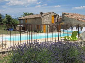 Holiday rental pool Luberon